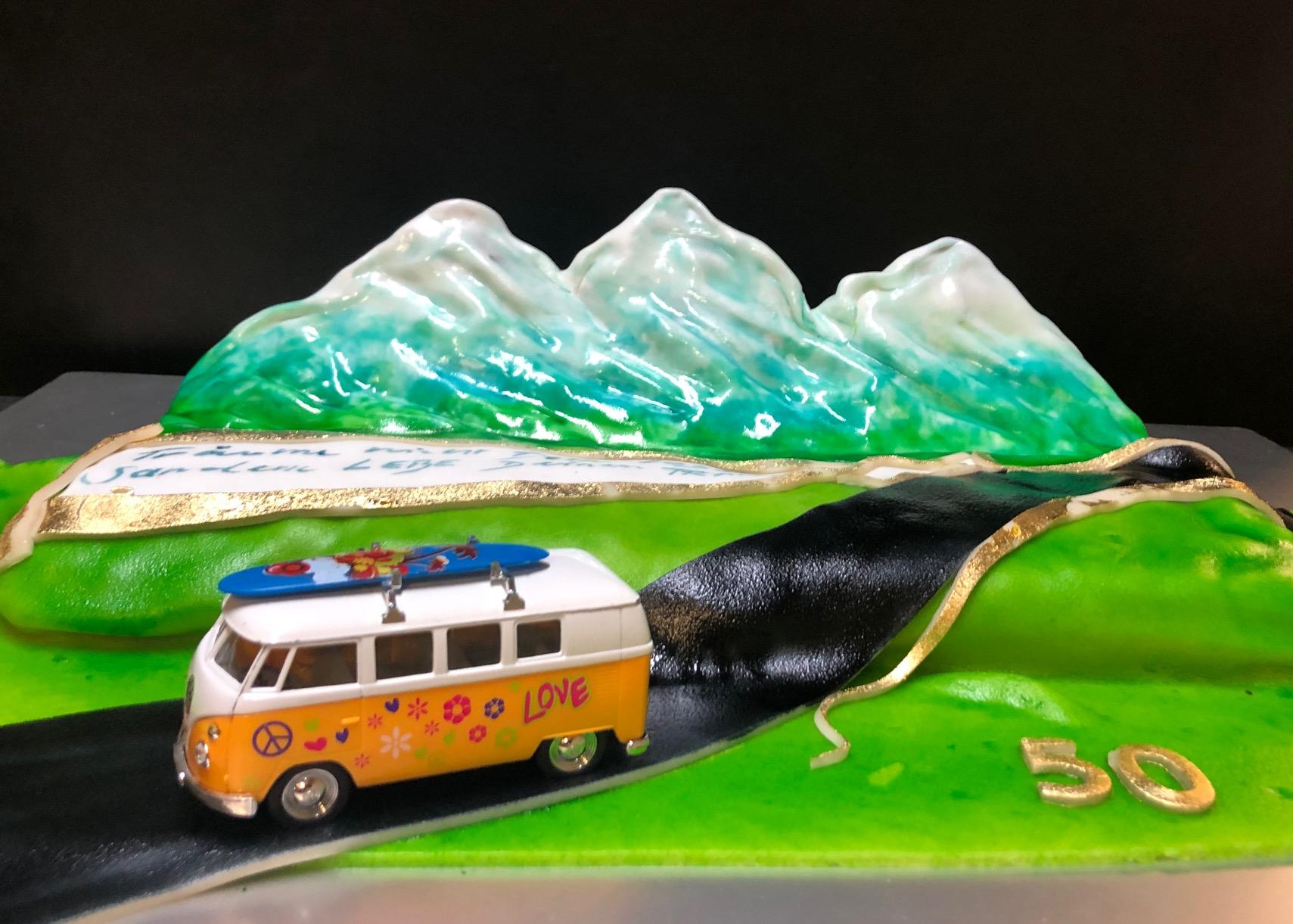Bergtorte mit Bus
